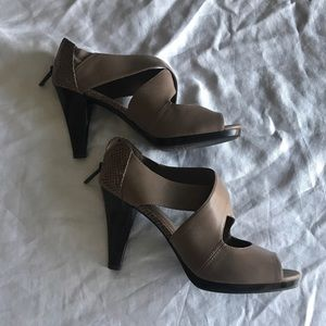Liz & Co tapered heel taupe size 8